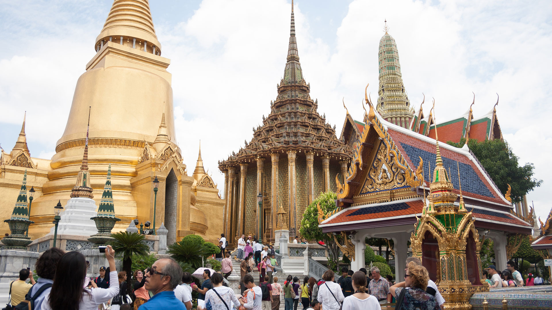 Crowds at Grand Palace in Bangkok