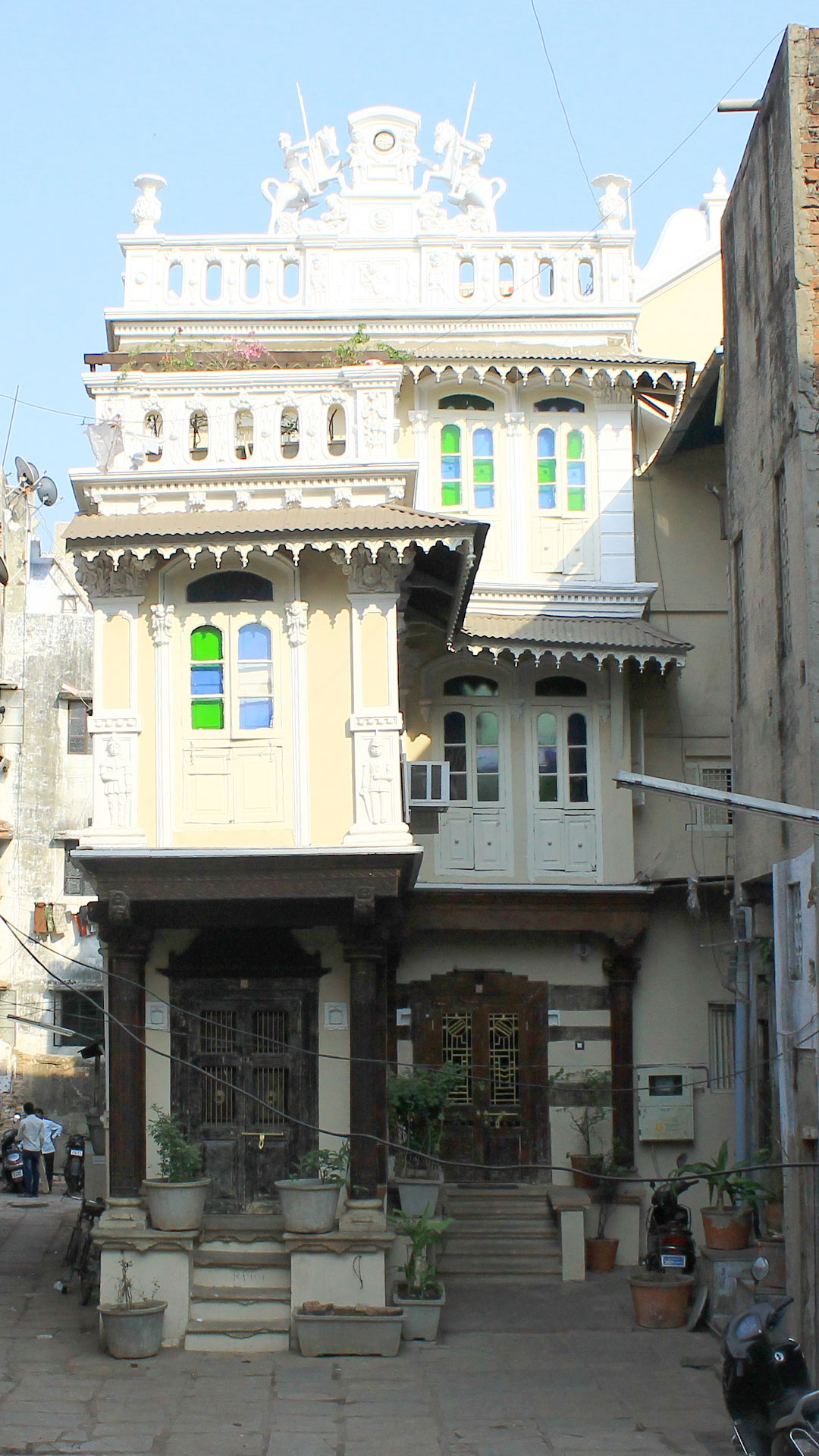 The facade of the French Haveli | This concept of accommodation gives you the opportunity to experience the local community while you visit Ahmedabad. The mission behind the French Haveli is also to promote the local heritage by re-purposing a Historical buildings.