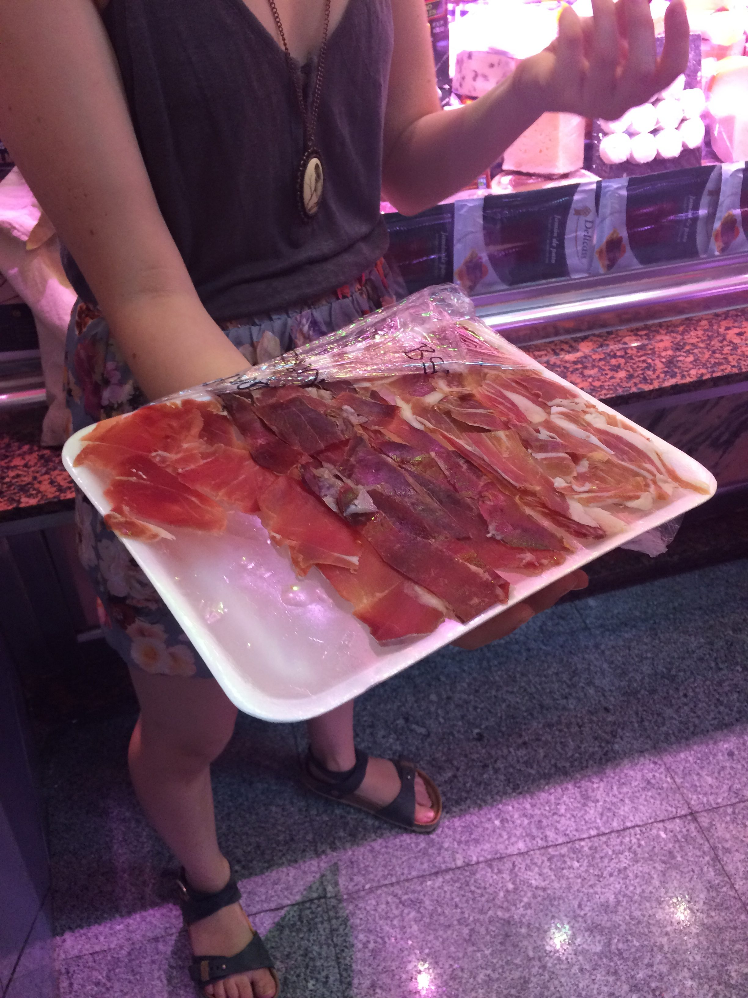 Caitlin explains the different types of jamon at Charcutería Ismael | Devour Madrid food tour review by www.tripper.pt