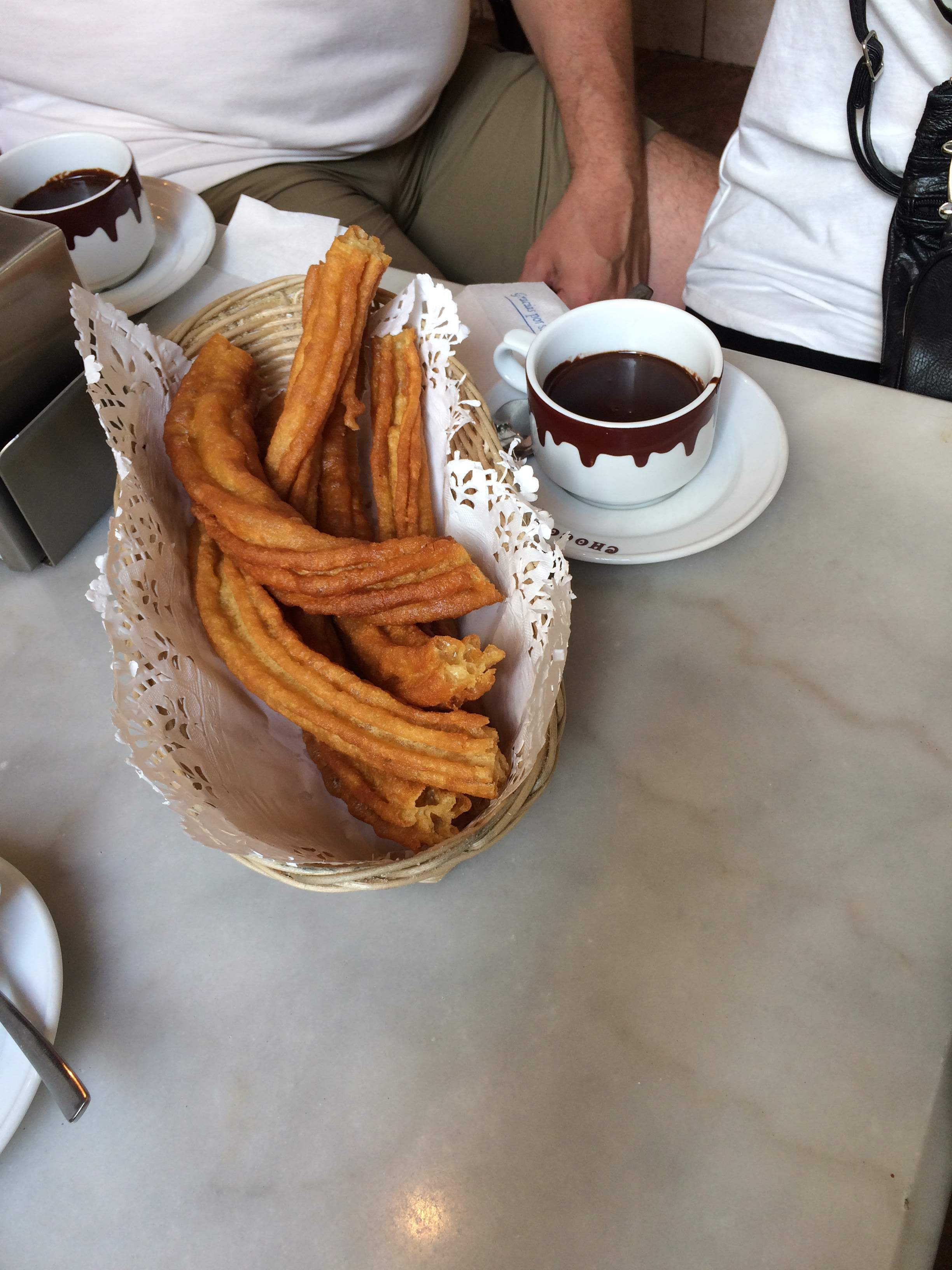 Churros and chocolate | Devour Madrid food tour review by www.tripper.pt