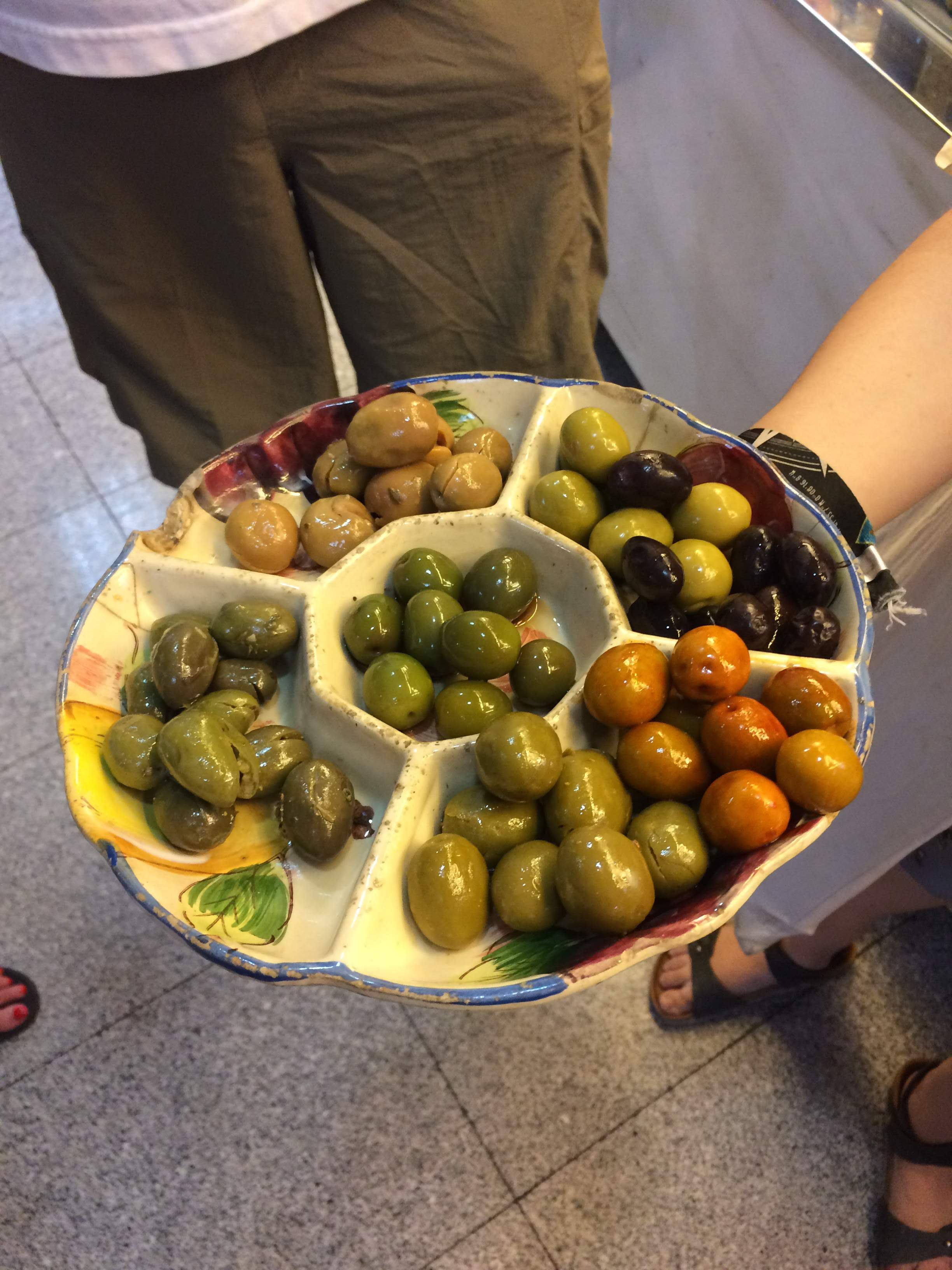 The science of eating Spanish olives | Devour Madrid food tour review by www.tripper.pt