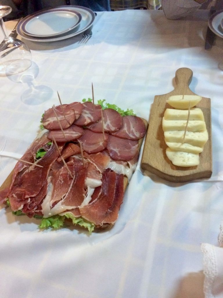 Starters (local cheese and ham) at O Forno restaurant in Maia